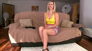 Blonde babe Tara Lynn Foxx