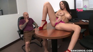 Busty seductress Brandi Aniston gets tongue fucked by hot guy