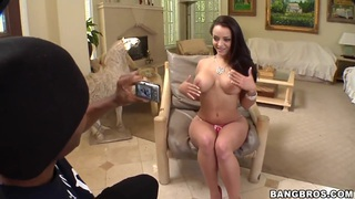 Sexy Latinas curve Liza del Sierra posing in front of camera