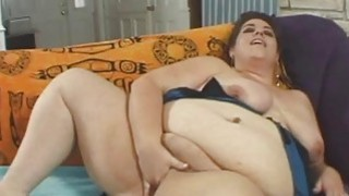 BBW Mynxx pleases herself