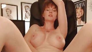 Sexy Big Tits MILF Shows Naked in a Hot Pussy Matu