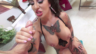 Tattooed bombshell Dollie Darko hungrily sucking his shaft