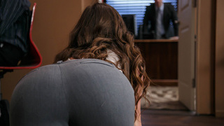 Bootylicious worker crawling to her boss office