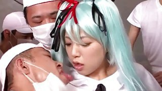 Cosplay Vocaloid Hatsune Miku spoiling her fans