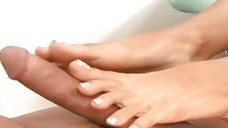 Cassandra Cruz Gives A Dirty Foot Job